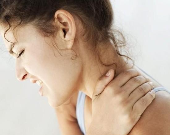 Cómo tratar una contractura cervical